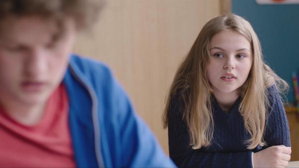 Maja (Emma Heimark) mag Axel (Jakob Dyrud), aber der ignoriert sie. | Rechte: NDR/Bjorn Bratberg
