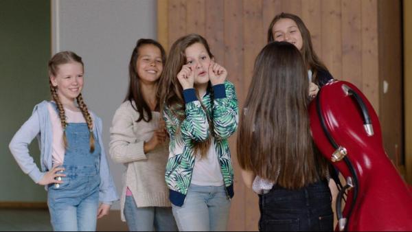 Thilda (Tiril Marie Høistad Berger) wird von ihren Mitschülern gemobbt. | Rechte: NDR/Bjorn Bratberg