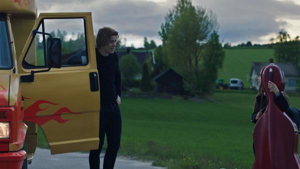 Thilda (Tiril Marie Høistad Berger) fährt mit zum Bandwettbewerb. | Rechte: NDR/Bjorn Bratberg