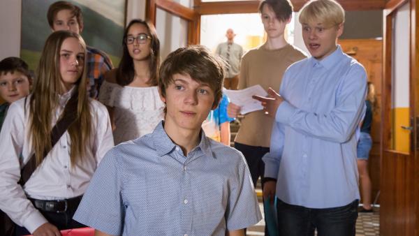 Hannas Bruder Jonas (Anton Petzold) geht mit Darek (Tomáš Dalecký) in dieselbe Klasse und ist sein bester Freund.   Rechte: MDR/Kinderfilm GmbH/Andreas Wünschirs