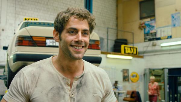 Onkel Kurt (Roy Peter Link) ist Taxifahrer und Mattis Vertrauter. | Rechte: NDR/Lieblingsfilm/Christine Schröder