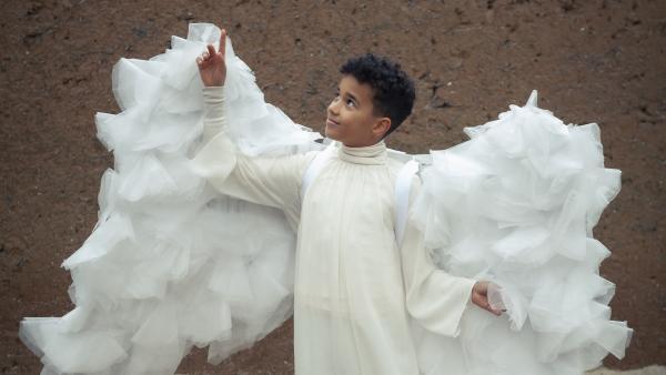 Paule (Sanusi Bah) als Engel | Rechte: KiKA/MDR/TELLUX film/CROSS MEDIA/Conny Klein