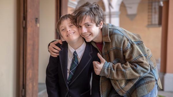 Jack (Francesco Gheghi) liebt seinen kleinen Bruder Gio (Lorenzo Sisto), der das Down-Syndrom hat, sehr, auch wenn es manchmal nicht ganz einfach ist mit ihm auszukommen. | Rechte: ZDF/Vision Distribution S.p.A.