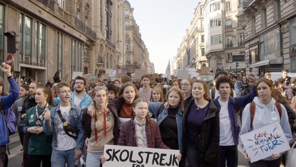 Mit ihrem Schulstreik hat Greta die weltweite Jugendbewegung FRIDAYS FOR FUTURE in Gang gesetzt. Sie ist innerhalb kürzester Zeit zur international bekanntesten Klimaaktivistin geworden. | Rechte: WDR/B-Reel Films