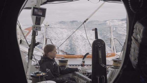 Spektakuläre Überfahrt zum UN-Klimagipfel nach New York. Nathan Grossman war als einziger Filmemacher an ihrer Seite, als Heimweh und Seekrankheit sie quälen.   Rechte: WDR/B-Reel Films