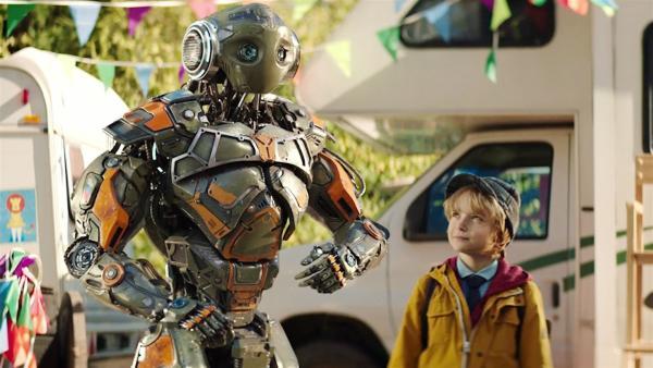Mitja (Daniil Muraviyov-Izotov) setzt alles daran, seinen neuen Freund Robo vor der drohenden Deaktivierung zu bewahren. | Rechte: MDR/Capelight Pictures