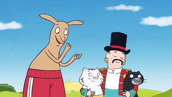"""Endlich hat der Trainer seine beiden Raubkatzen """"Pascha"""" und """"Lucky"""" wieder. Doch wen haben sie da eigentlich mitgebracht? Ein Känguru in Boxershorts?   Rechte: ZDF/JEP-Animation GmbH"""