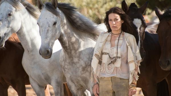 Die mysteriöse Tara (Nicolette Krebitz) lebt seit vielen Jahren zurückgezogen mit ihren Pferden. | Rechte: hr/2017 Constantin Film Verleih GmbH/SamFilm GmbH
