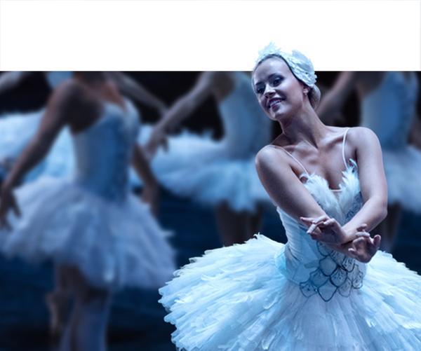 Lena (Jessica Lord) über den Dächern von Paris | Rechte: ZDF/Cottonwood Media/Opéra national de Paris