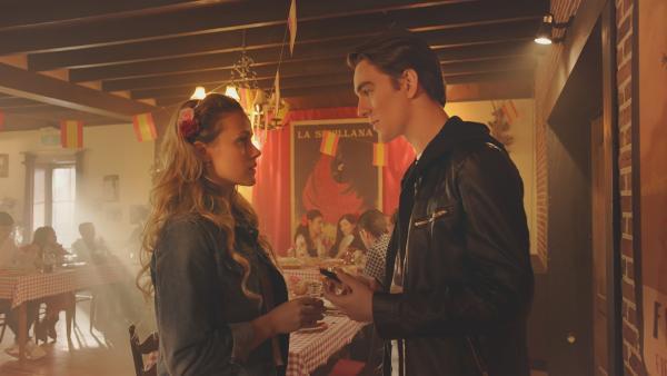 Lena (Jessica Lord) und Max (Rory J. Saper) müssen einen Tanz gestalten, der klassisches Ballett mit anderen Tanzstilen verbindet. Dabei lernen sich die beiden besser kennen.   Rechte: ZDF/Cottonwood Media 2018