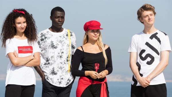 (V.li.:) Ines (Eubha Akilade), Isaac (Terique Jarrett), Lena (Jessica Lord) und Jeff (Castle Rock Peters) wurden zu einer Hip-Hop-Challenge hoch über dem Meer eingeladen. Als sie entdecken, wer die Herausforderer sind, können sie es kaum glauben. | Rechte: ZDF/Nicolas Velter