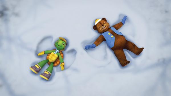 Während seine Eltern einen Wellness-Urlaub machen, darf Franklin bei seinem Freund Bär übernachten. Doch schon bald bekommt Franklin Heimweh.   Rechte: KiKA/Nelvana Limited/Infinite Frameworks  Pte Ltd.