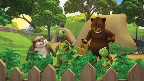Franklin und Bär freuen sich schon sehr darauf, mit ihren Freunden am Baumhaus weiter zu bauen. Allerdings müssen sie ausgerechnet an diesem Nachmittag auf ihre kleinen Schwestern aufpassen.   Rechte: KiKA/Nelvana Limited/Infinite Frameworks  Pte Ltd.