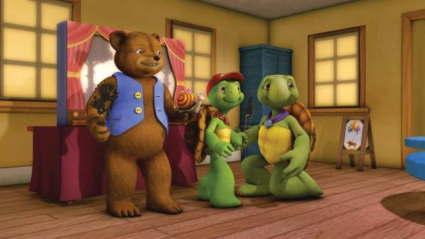 In der Schule sollen Franklin und seine Freunde Figuren für eine Schattentheater-Aufführung basteln.   Rechte: KiKA/Nelvana Limited/Infinite Frameworks  Pte Ltd.