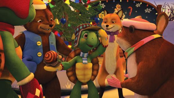 Heiligabend steht vor der Tür, aber noch niemand scheint groß in Weihnachtsstimmung zu sein. Um das zu ändern, will Franklin mit seinen Freunden Weihnachtslieder auf dem Marktplatz singen. | Rechte: KiKA/Nelvana Limited/Infinite Frameworks  Pte Ltd.