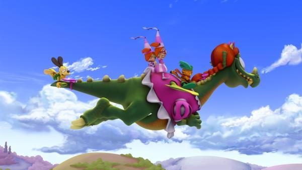 Garfield und Odie gelingt es mit Hilfe der nervigen Zwillinge Drusilla und Minerva, den bösen Drachen in eine lammfromme Gefährtin zu verwandeln. | Rechte: HR/DARGAUD MEDIA