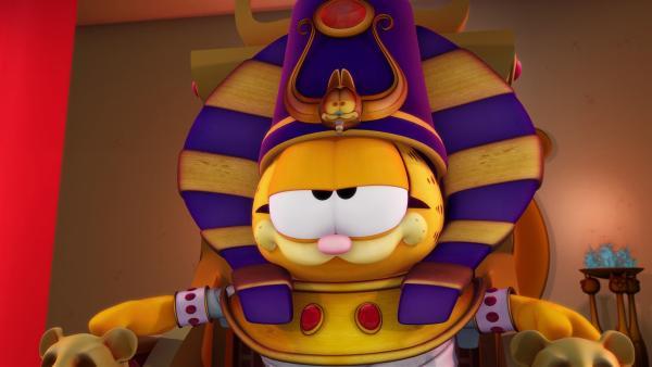 Die Hohepriesterin macht Garfield zum neuen Pharao.   Rechte: HR/DARGAUD MEDIA