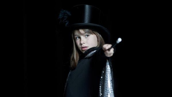Lilly (Talessa Scheithauer) möchte Zauberkunststücke vorführen. | Rechte: EBU/SR/Thomas M. Jauk