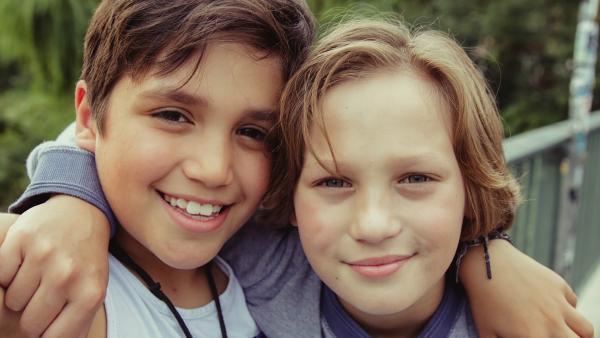 Luis (Lui Eckard, re.) und sein bester Freund Cem (Isi Hassani) | Rechte: SR/ProSaar/Andrea Hansen