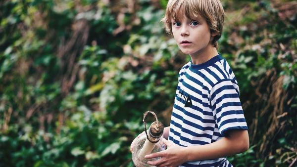 Kann eine Flaschenpost dabei helfen, dass Honzas Eltern wieder zusammen finden?  | Rechte: Julie Vrabelová / Česká televize