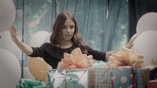 Nina staunt über die geheimnisvolle Party. | Rechte: SR