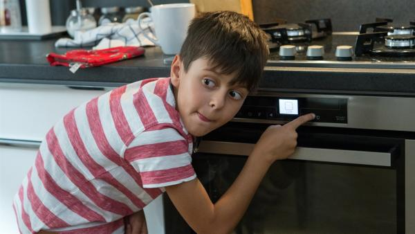 Tadeas heckt streiche aus um seinem Vater den Spaß an der Hauarbeit zu vermiesen. | Rechte: SR