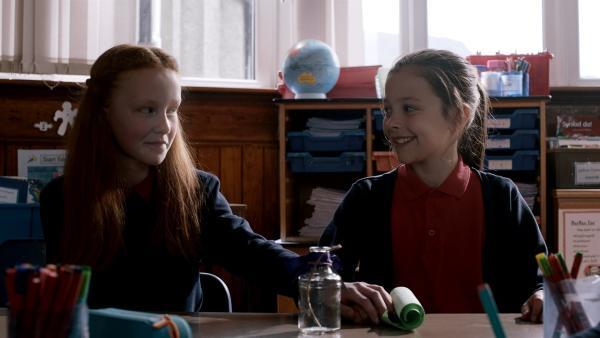 Elen möchte sich gerne mit der neuen Mitschülerin Greta anfreunden. | Rechte: SR