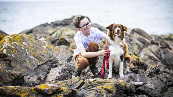 Sim merkt genau, dass der Hund Run einen Freund braucht. | Rechte: SR/BBC Schottland