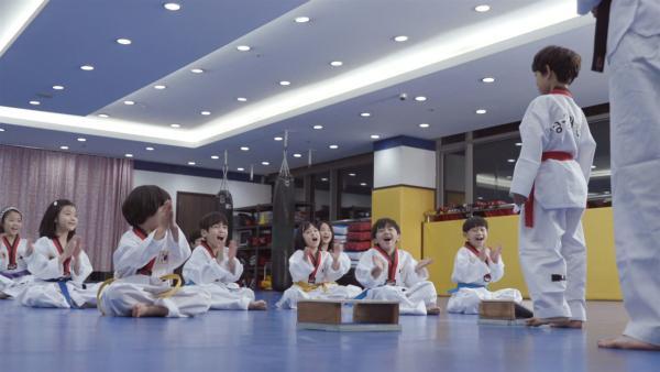 Woosung ist es gewohnt, auch im Teakwondo besser als sein Zwillingsbruder zu sein. | Rechte: SR/EBS South Korea