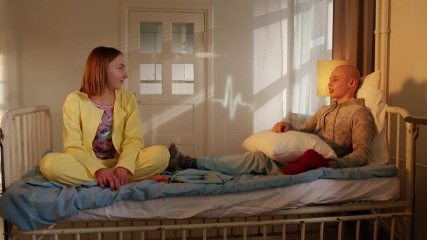 Lucy will ihrem Zimmernachbarn helfen, seine Krankheit zu überwinden | Rechte: SR/YLE Finnland