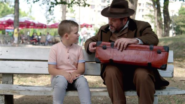 Anton will erwachsen sein und Zlotar wünscht sich seine Kindheit zurück. Beide tauschen ihre Rollen. | Rechte: SR/Peter Gaitandjiev