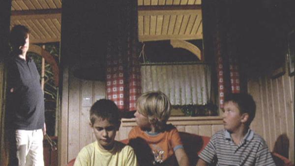 Die Ferien werden richtig spannend, als Nick und seine Freunde sich aufmachen, um ein verfallendes Haus zu erkunden.   Rechte: SR/European Broadcasting Union