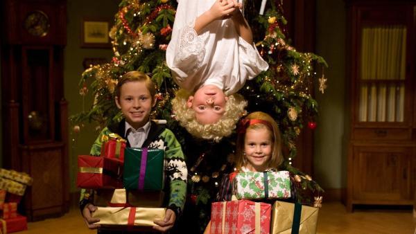 Vasek will wissen, ob die Weihnachtsgeschenke tatsächlich vom Christkind gebracht werden. Deshalb konstruiert er eine Christkindfalle. | Rechte: SR/EBU/Jirí Cervený