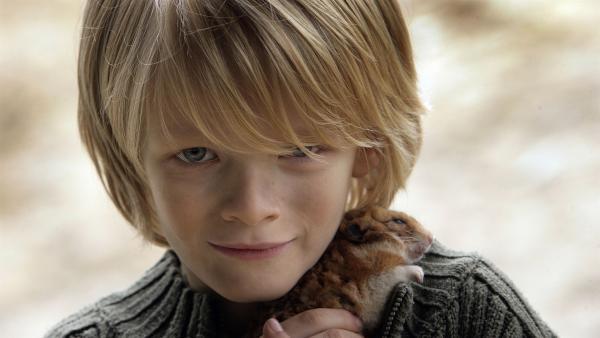 Stijn (Thomas Aelbers) ist untröstlich: sein Hamster Frank liegt tot im Käfig. Und nun? Wie kommt Frank jetzt in den Hamsterhimmel? | Rechte: SR/EBU