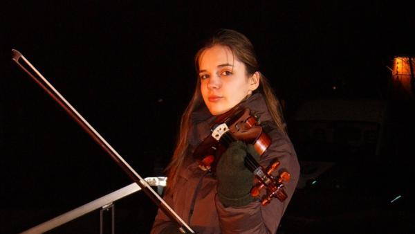Eli (Zornitsa Ilaroinova) und ihre Violine | Rechte: SR/EBU