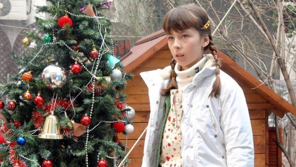 Die zehnjährige Jelena ist ein romantisches Mädchen. Sie möchte unbedingt  Standesbeamtin werden, wie ihre Mutter. | Rechte: EBU/SR