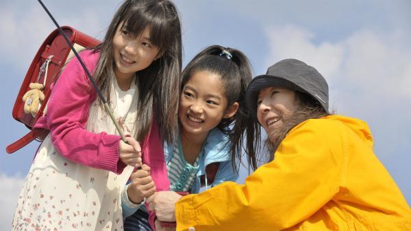 Mahiru und Rino sind ganz dicke Freundinnen. Bis eines Tages Rino sich kaum noch um ihre Freundin kümmert, sondern nur noch geheimnisvolle Gespräche am Handy führt... | Rechte: EBU/SR