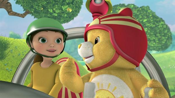 Paula und Sonnenscheinbärchi fahren im Buggy, einem Wasser-, Luft und Landfahrzeug.   Rechte: KiKA/TCFC