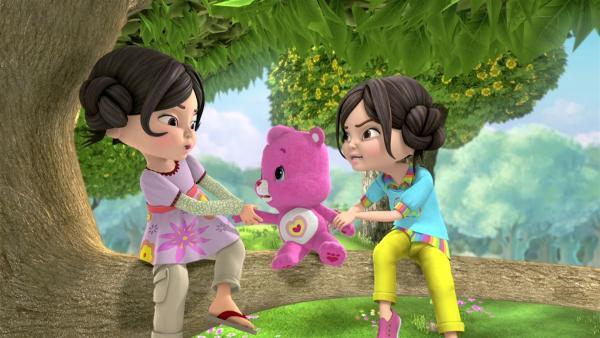 Die Zwillinge Heidi und Josi streiten sich um Wunderherz. | Rechte: KiKA/TCFC