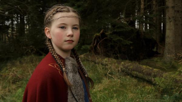 Gudrun (Sophie Ryder), die junge Wikingerprinzessin, wartet auf die Rückkehr ihres Vaters. | Rechte: WDR/Maramedia/BBC/CBeebies
