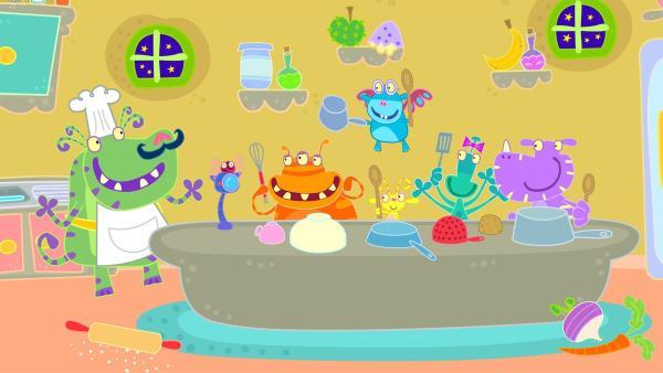 Mit Küchengeräten machen die kleinen Monster Musik.   Rechte: ZDF/Cbeebies