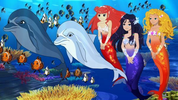 Die Meerjungfrauen Rikki, Cleo und Emma (v.l.n.r.) lauschen gemeinsam mit ihren Unterwasserfreunden dem Gesang von Carlotta. | Rechte: ZDF/Les Cartooneurs Associés