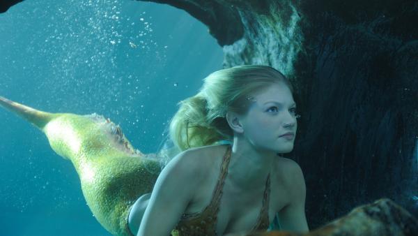 Rikki (Cariba Heine) möchte Mako Island schützen und das Meerjungfrauengeheimnis bewahren.   Rechte: ZDF/Jasin Boland