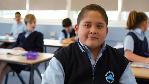 Mikey (Semisi Cheekam) in der Schule | Rechte: hr/Northern Pictures 2018