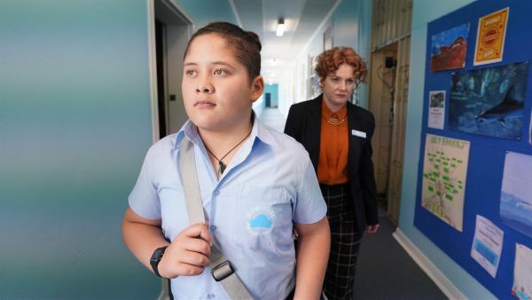 Mickeys (Semsi Cheekam) erster Schultag in Sydney läuft nicht so toll. Die Lehrerin scheint keinen Spaß zu verstehen.   Rechte: hr/Northern Pictures 2018