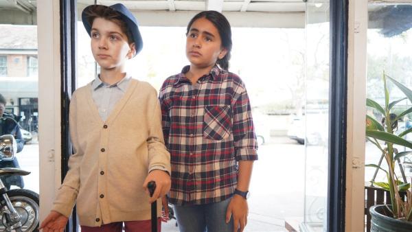 Jerry und Salwa (Logan Reberger, li.; Reannah Hamdan, re.) wollen sich bei Mikey entschuldigen, dass sie ihn angelogen haben, aber Mikey ist zu sauer | Rechte: hr/Northern Pictures 2018