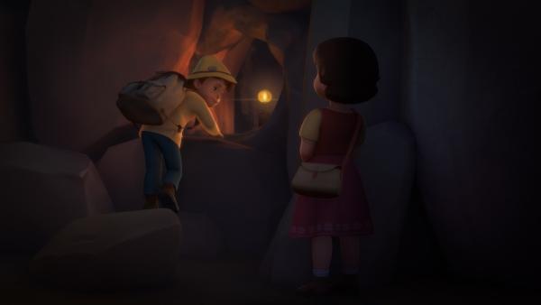 Peter und Heidi locken ihre Verfolger in eine Höhle. | Rechte: ZDF/Studio 100 Animation/Heidi Productions Pty. Limited