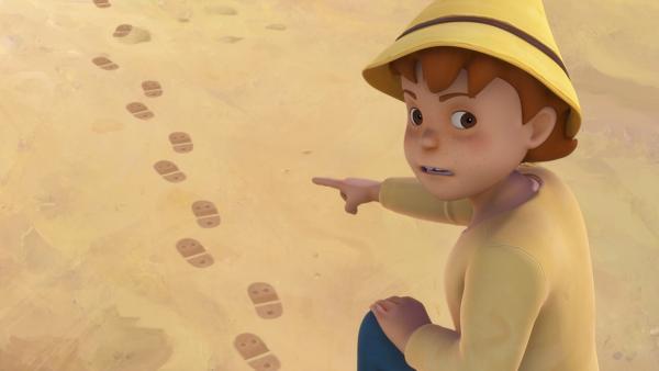 Peter entdeckt die Fußspuren auf dem Schulhof. | Rechte: ZDF/Studio 100 Animation/Heidi Productions Pty. Limited