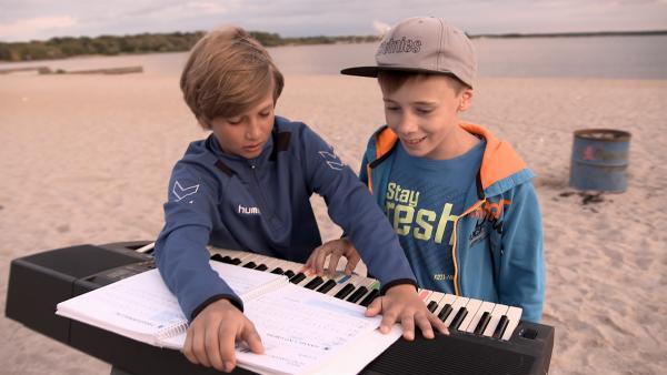 Felix und Luis üben am Cospudener See. | Rechte: MDR/Cine Impuls