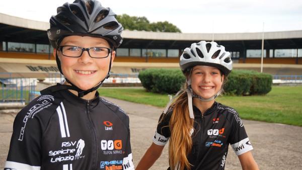 Louis zeigt Sarah sein Hobby - das Bahnrennradfahren. | Rechte: MDR/Cine Impuls